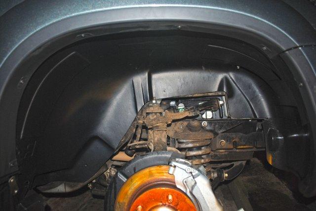 ниша колеса с установленным подкрылком