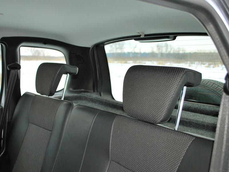 Подголовники на задних сиденьях