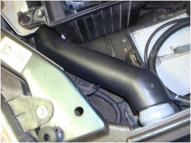 Патрубки воздухозаборника под капотом