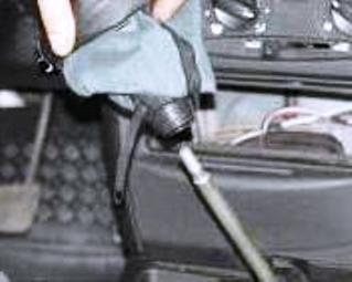 Снятие рукоятки в салоне авто